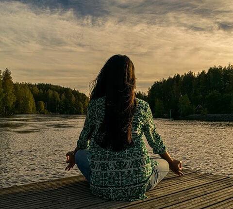 knikkebollen tijdens meditatie